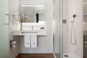 BATHROOM DELUXE BEDROOM HOTEL GREEN SUITES