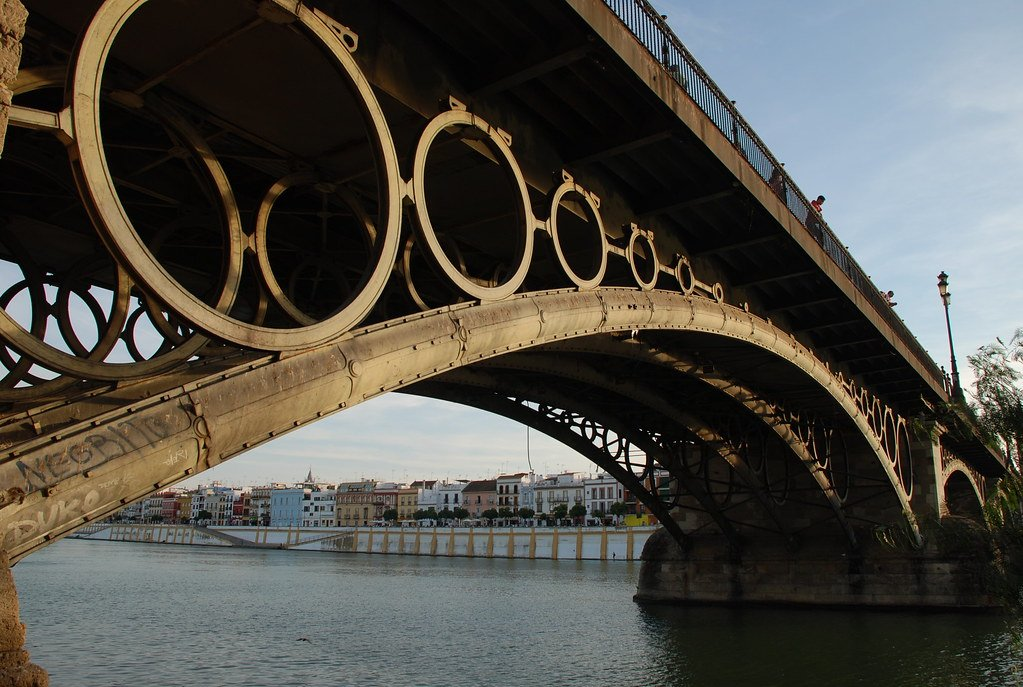 Conoce Sevilla a través de sus puentes